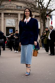 The Best Street Style Looks From Paris Fashion Week Fall 2020 Autumn Street Style, Street Style Looks, Cool Street Fashion, Paris Fashion, French Brands, People Sitting, Style Snaps, Jean Skirt, Skirts