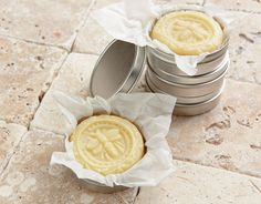 Nourish skin with a combination of beeswax and various body butters rich in fatty acids in this homemade Solid Lotion Bar recipe. Valuable Tips for Selecting Body Lotion Diy Lotion, Lotion Bars, Lotion En Barre, Diy Masque, Body Bars, Homemade Beauty Products, Soap Recipes, Beauty Recipe, Diy Skin Care
