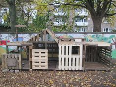 Garden Tree House, Outdoor Pallet Projects, Tree Hut, Pallet Playhouse, Outdoor Play Spaces, Pallet House, Kids Play Area, Outdoor Classroom, Outdoor Learning
