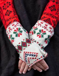 Knitted and embroidered scandinavian folklore Scandinavian Folk Art, Scandinavian Christmas, Folklore, Folk Dance, Mitten Gloves, Knit Mittens, Folk Costume, Knitting Accessories, Hand Warmers
