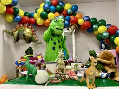 Der Dino ist los! Er hat es zu unserer Party geschafft. Doch wo sind die Gäste? War er zu früh? Seht selbst im Video was dann passiert… Dinosaur Stuffed Animal, Toys, Party, Animals, Activity Toys, Animales, Animaux, Clearance Toys, Parties
