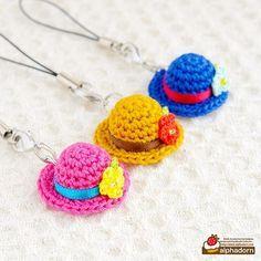 あみぐるみ帽子の携帯ストラップ #amigurumi #crochet #hat #charm #handmade #あみぐるみ #帽子 #チャーム #携帯アクセサリー #ハンドメイド雑貨 #蔵コレ #奥河内コレクション Crochet Rabbit, Crochet Food, Easter Crochet, Cute Crochet, Crochet Crafts, Crochet Projects, Small Gifts For Girlfriend, Crochet Key Cover, Crochet Sachet