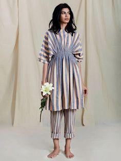 Stylish Dresses For Girls, Stylish Dress Designs, Modest Dresses, Kaftan Designs, Kurta Designs Women, Frock Fashion, Fashion Dresses, Indian Designer Outfits, Designer Dresses