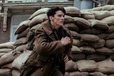 Fionn Whitehead in Dunkirk (2017) http://www.movpins.com/dHQ1MDEzMDU2/snatched/still-3533188864