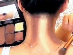 Popularizada por Kim Kardashian, técnica do contorno chega ao pescoço