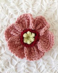 Maggies Crochet: Elephant Ears - Free crochet flower pattern by Carol Ballard plus LEFT & RIGHT HANDED Videos.✿⊱╮Teresa Restegui http://www.pinterest.com/teretegui/✿⊱╮