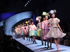 Christian-Dior-Haute-Couture-Fall-Winter-2011-2012-Fashion-Show inspired by 80's Memphis design