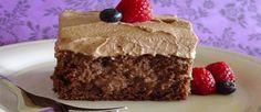 Reinventar es parte fundamental de la cocina. Impregna de chocolate el tradicional pastel tres leches y dale un sabor y color nuevo a es...