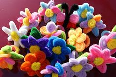 Cute flowers made with pipecleaners. DIY tutorial that is also kid friendly. Can use these for embellishments on presents or on cards
