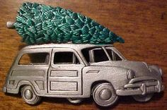 OUTSTANDING CHRISTMAS TREE ON TOP WOODY CAR PIN BROOCH