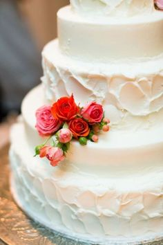 Simple white cake with a few pretty petals, and some real florals from the wedding party. Pretty Cakes, Beautiful Cakes, Amazing Cakes, Cool Wedding Cakes, Wedding Cake Toppers, Wedding Stuff, Wedding Ideas, Cupcake Cakes, Cupcakes