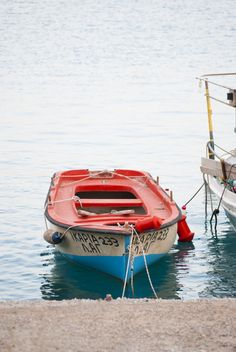Photos of the coastal village of Agia Galini in southern Crete. Row Row Row, Row Row Your Boat, Float Your Boat, Company Picnic, Dinghy, Summer Picnic, Small Boats, Rowing, Outdoor Fun