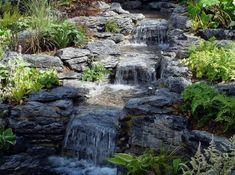 Marvelous naturstein brunnen gartenteich umrandung bl hende pflanzen Garden Pinterest Haus Garten and Fur