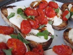 CAPRESE CROSTINI WITH GRILLED TOMATOES
