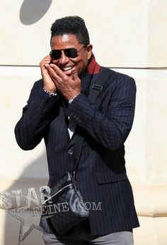 Jermaine Jackson (April in good spirits while on the phone. Jermaine took time to talk and take a few pictures with fans while at the grove the grove with a female friend in Los Angeles. Jackson And April, Jackson Family, Jackson 5, Jermaine Jackson, Selma Hayek, Good Spirits, Female Friends, Gorgeous Women, Singers