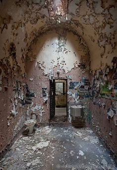 Holmesburg Prison, Philadelphia PA - Photography by Matthew Christopher Murray's Abandoned America Abandoned Prisons, Abandoned Buildings, Abandoned Places, Abandoned Castles, Spooky Places, Haunted Places, Haunted Prison, Real Haunted Houses, Beautiful Ruins