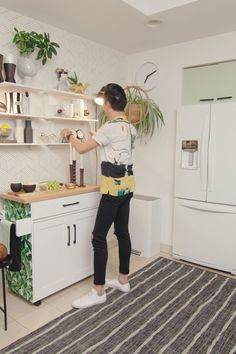 For a kitchen that smells great and looks amazing, let method home handle your messes with cleaning products that blend in beautifully with any space. by Method ideas for small rooms diy videos Great Design Starts with a Clean Slate Simple Home Decoration, Home Design Decor, Diy Home Decor, House Design, Diy Home Cleaning, Cleaning Products, Method Homes, Dorm Room Storage, Home Organisation