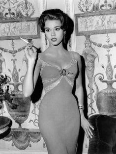 Jane Fonda, Very Hollywood Vintage Glamour, Glamour Hollywoodien, Vintage Beauty, Vintage Fashion, Glamour Party, Glamour Makeup, Fashion Glamour, Vintage Hollywood, Old Hollywood Glamour