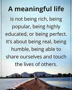 Una vita significativa non è essere ricco, essendo popolare, essendo altamente istruiti, o di essere perfetto. Si tratta di essere reali, di essere umili, essere in grado di condividere noi stessi e toccare la vita degli altri! ☺
