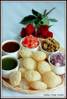 Quintessential Indian street food, one can't resist the temptation !! #food