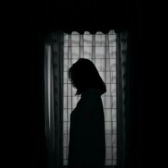 Sad Girl Photography, Shadow Photography, Tumblr Photography, Photography Poses, Sadness Photography, Night Aesthetic, Aesthetic Photo, Aesthetic Girl, Aesthetic Pictures
