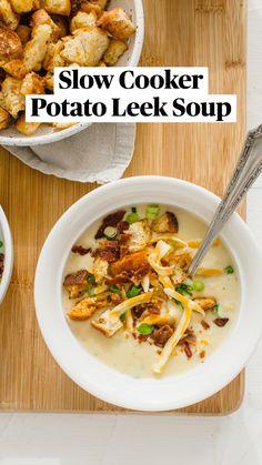 Slow Cooker Potatoes, Slow Cooker Soup, Crockpot Recipes, Cooking Recipes, Vegan Sour Cream, Potato Leek Soup, Bread Bowls, Suppers, Recipes