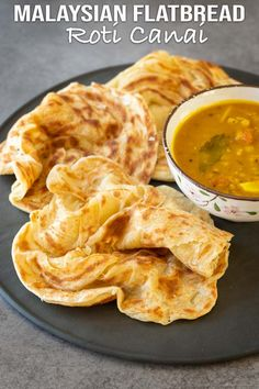 Authentic Malaysian flatbread recipe or famously known as roti canai. Fluffy and soft with crispy edges. This homemade roti canai is very easy to prepare. Indian Food Recipes, Asian Recipes, Vegetarian Recipes, Cooking Recipes, Ethnic Recipes, Asian Desserts, Easy Recipes, Paratha Recipes, Flatbread Recipes