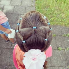 "33 curtidas, 8 comentários - Claudia (@braids.for.little.girls) no Instagram: ""Elastics hairstyle Inspired by @easytoddlerhairstyles (love all her hairstyles) . . . #hairstyle…"""