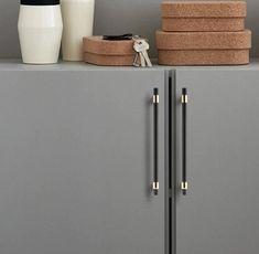 Uchwyt meblowy czarny ze złotym wykończeniem TET - Intterno concept store Lockers, Locker Storage, Concept, Cabinet, Retro, Furniture, Design, Home Decor, Porcelain Ceramics