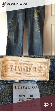 FINAL PRICE - Capri jeans with embellishments Adorable Capri jeans with floral embellishments in excellent condition from a smoke free and dog friendly home. Jeans Ankle & Cropped