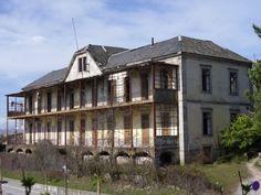 Sanatório Sousa Martins, Guarda. Recebia pessoas com tuberculose. Parte do complexo transformou-se no Hospital da Guarda, outra parte (como esta) continua em ruínas.