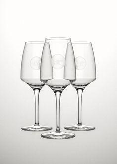 Restaurant branding wine glasses by Torsten Schöneich #485degrees