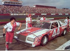 Billy Hagan Racing Terry Labonte pit stop 1981 at The Rock Nascar Cars, Nascar Racing, Terry Labonte, Speed Racer, Old Race Cars, Racing News, Grand National, Vintage Race Car, Car And Driver