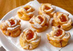 Egy igazi fánk különlegesség - Rózsafánk recept ~ A Retro Klub hivatalos oldala Rose Cookies, Sweet Cookies, Donut Recipes, Cookie Recipes, Ital Food, Hungarian Recipes, Dessert Bread, Recipe Images, Thing 1