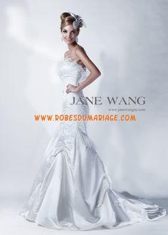 Jane Wang belle robe de mariée sans bretelle ornée de pli satin