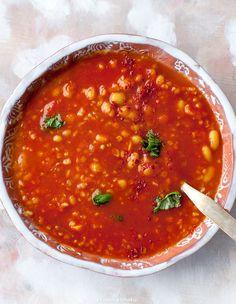 Zupa pomidorowa z kaszą bulgur i fasolką