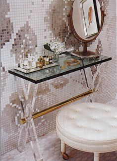 Hot House: bedroom, living room, bathroom, and home decor with style mirror tiled vanity Material Girls, Dressing Table Vanity, Dressing Tables, Dressing Rooms, Houston, Hot House, Spanish House, Design Blog, Design Furniture