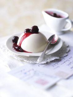 Vanilla Panacotta /Black cherries