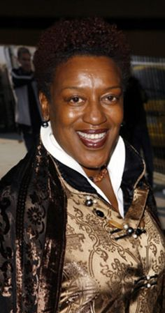 CCH Pounder received 'Modern Florals Photo Collection' by Maleah Torney at the 2013 Oscars GBK Luxury Gift Lounge Black Is Beautiful, Beautiful Women, Amanda Waller, Ncis New, Black Characters, Hollywood Stars, Hollywood Icons, Hollywood Glamour, Classic Hollywood