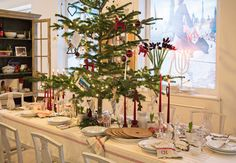 THE ESSENCE OF THE GOOD LIFE™: CHRISTMAS TABLE SETTING AT ROYAL COPENHAGEN 2012