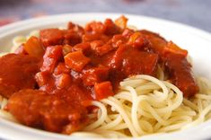 Špagety so slaninkou a klobáskou