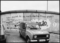 The entire Berlin Wall as seen from the West in 1984