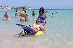 """Mondello, un'estate senza barriere: donata sedie a rotelle """"da bagno"""""""