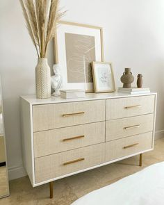 Dresser Top Decor, Bedroom Dresser Styling, Dresser In Living Room, White Bedroom Dresser, Dresser Ideas, Gold Bedroom, Dresser Drawers, Modern Chic Bedrooms, Boho Chic Bedroom