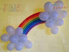 Arcobaleno di palloncini come decorazione per una festa di compleanno
