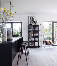 Sleek and contemporary with a beautiful dresser with Crittall glass doors! Black And White Interior, White Interior Design, Open Kitchen And Living Room, Living Rooms, Vitrine Design, Showroom Design, Hygge, Kitchen Design, Home Improvement