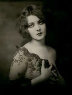 1920's - '30's fashion. gorgeous lighting, moody