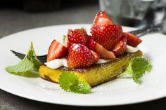 Arme riddere med jordbær og sitronkrem Frisk, Strawberry, Lunch, Food, Lunches, Meals, Strawberries, Yemek, Eten