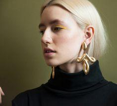persephonevint: vintage 80s oversized earrings model: arabella...