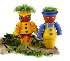 Alors pour présenter le plan de table, on a penser à mettre un monsieur et une madame en petits pots de terre cuite. Voilà ce que ça peut donner: